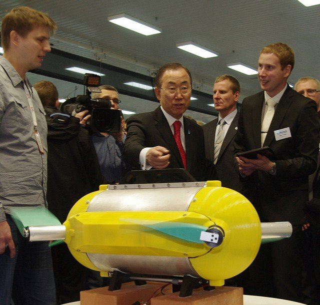 UN Secretary General Ban Ki-moon pointing at U-CAT at Robotex robot competition in Tallinn