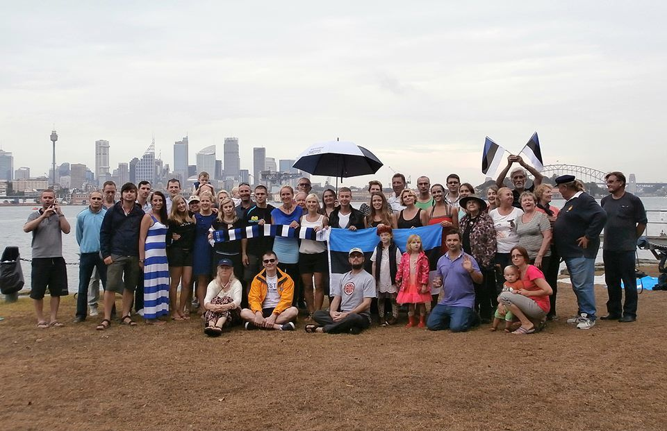 Estonians in Sydney celebrating on Clark island. Photo by Aune Vetik