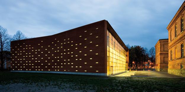 P+ñrnu City Centre Gym. AB KAVAKAVA, 2005. Photo Kaido Haagen.