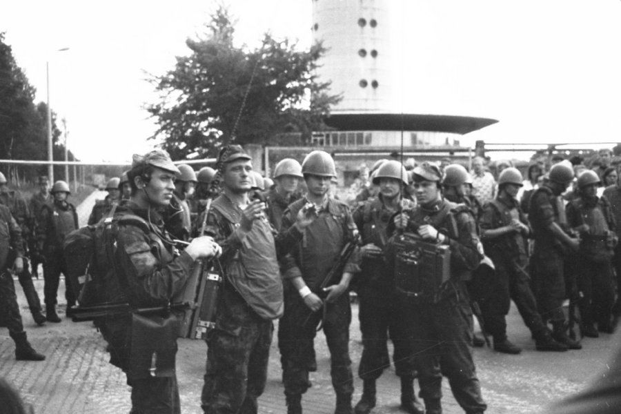 Soviet soldiers by the Estonian TV-tower on 20 August 1991. Photo by U.Ojaste