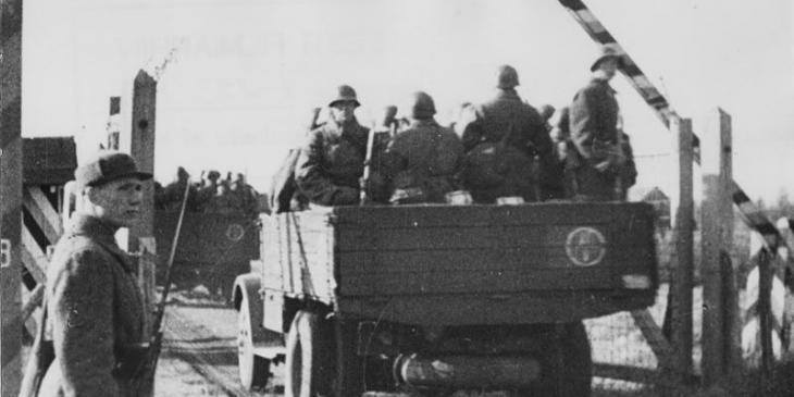 The Red Army entering Estonia in October 1939, effectively occupying the country. Today's Russia behaves frighteningly similarly to the Soviet Union in the thirties.