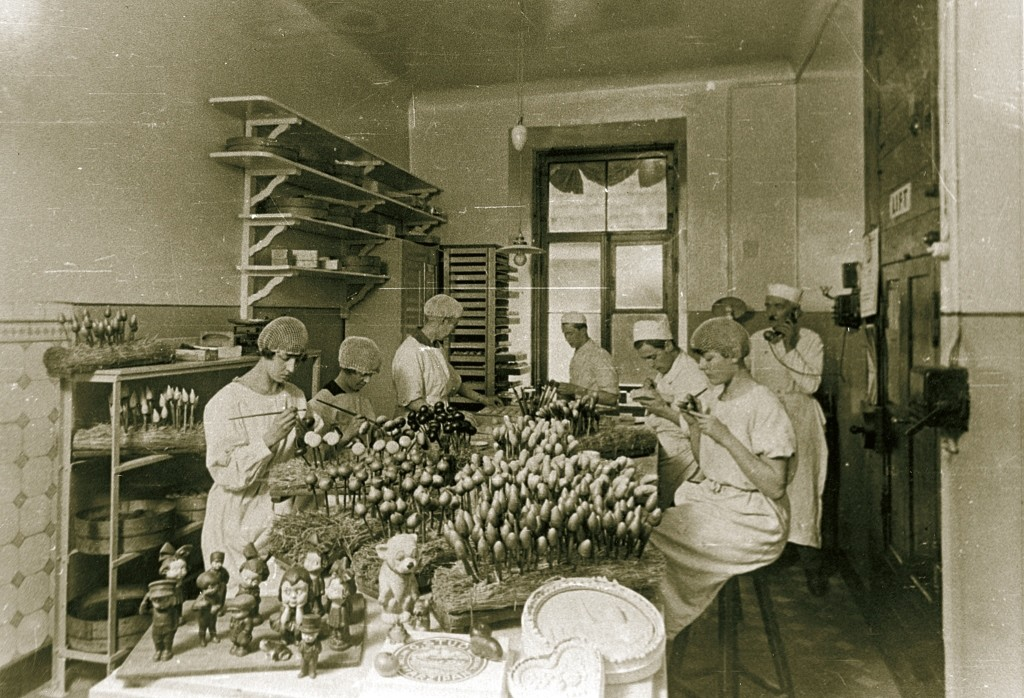 Marzipan painters in 1920s
