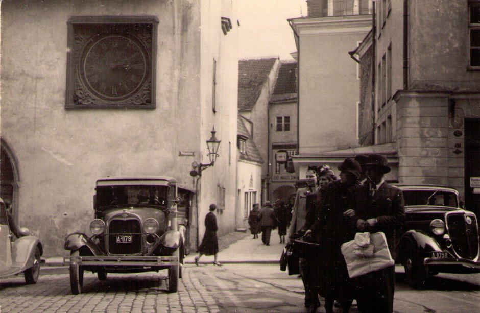 Tallin - Reval 1938 Street Scene - photo by Ernst von Stackelberg