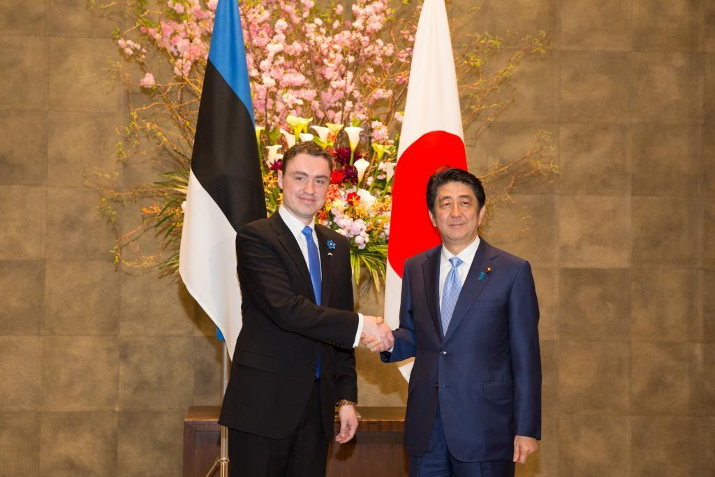 Estonian prime minister Taavi Rõivas meeting his Japanese counterpart Shinzo Abe in Tokyo. Credit: Tauno Tõhk, the Government Office of Estonia.