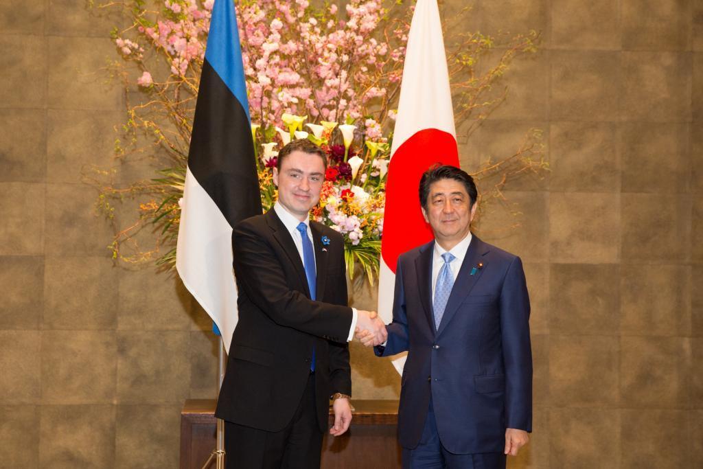 Estonian Prime Minister Tavi Rivas meets his Japanese counterpart Shinzo Abe in Tokyo.  Sincerely: Tuno Tuhk, Estonia's government office.