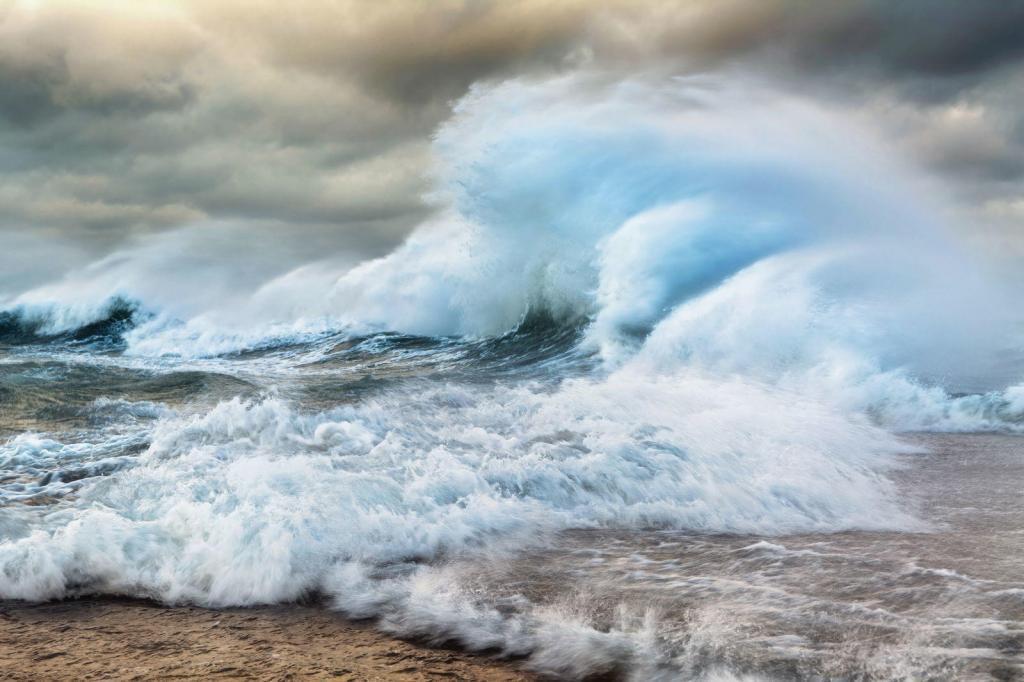 Harilaiu poolsaare tipus toimub lääne-ja loodetuultega pärituult liikuvate ja Väinamerest, Soela väina kaudu, tagasi vajuvate veemasside kohtumine, mille tulemus on antud pildilt näha. Pildistatud võimalikult laia nurgaga(40mm)ja kummipükstega veest,et mitte pildistada lainet suureks, vaid tajuda tormi ja stiihiat tuntavamalt.