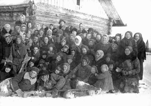 Deported Estonians, mostly from Saaremaa, at the barracks wall in Sinegorje timber centre in Nagorsk District of Kirov Region in 1942