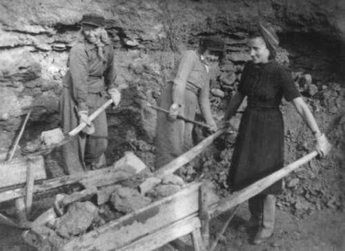 People deported from Tallinn working in Kirov Oblast, the Sovetski stone quarry, 1941
