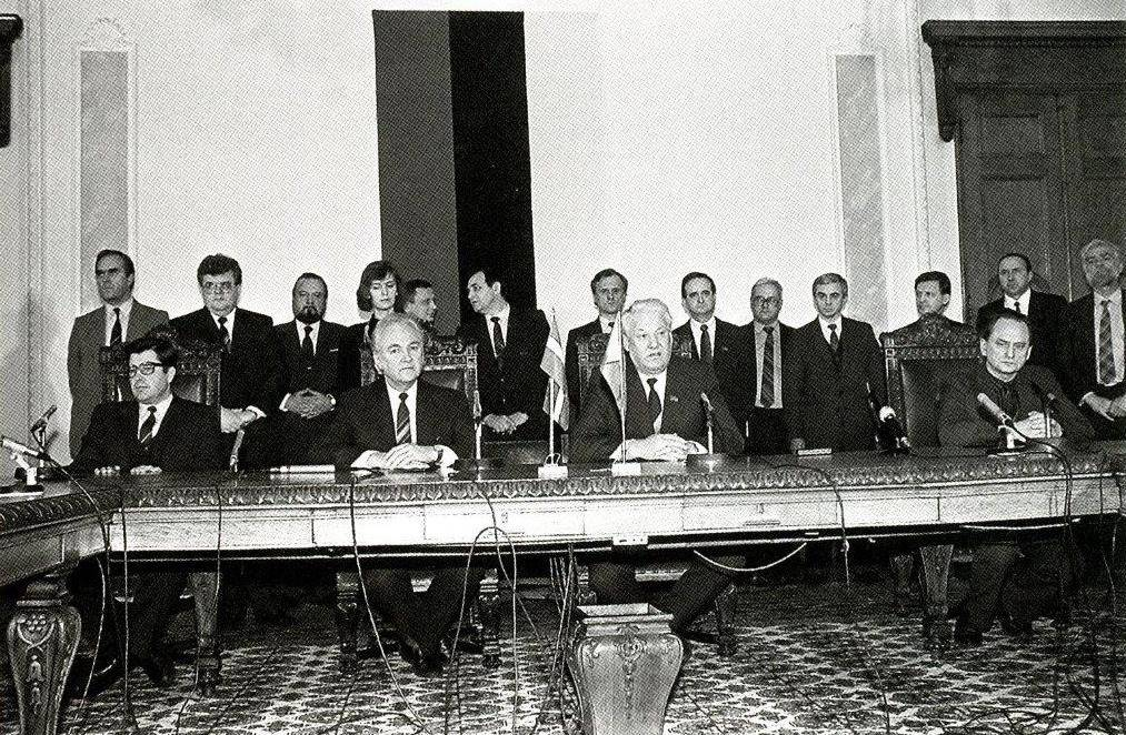Boris Yeltsin and the representatives of the Baltic States at Toompea in the late evening of 13 January 1991