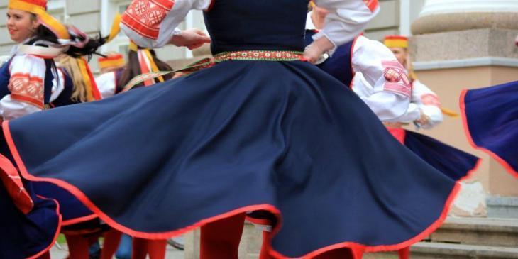 Fold dance tradition in Estonia - Photo by Katrin Winter II