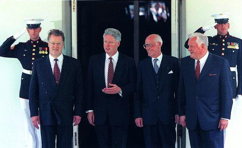 President Clinton with, to his left, Latvian President Guntis Ulmanis and, to his right, Estonian President Lennart Meri and Lithuanian President Algirdas Brazauskas at the White House in 1998