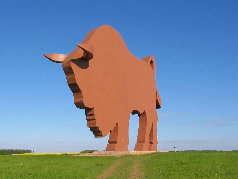 belarus-symbol-zubr-statue