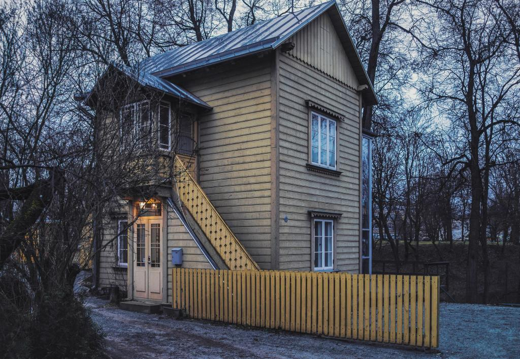 Karlova, Tartu. My favourite architectural subgenre – cute houses too tiny for living with your family. Did I forget to mention that it was originally meant for *two* families? One for each one-room storey. Now it's the entry point into a wonderful secret mini-district with a number of equally beautiful, yet a bit bigger homes.