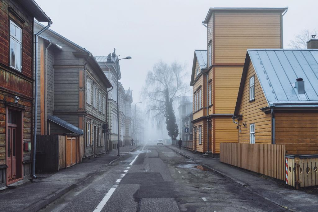 Veski, Tartu. When sunlight is veiled with fog, shadows disappear. Surfaces appear to be clearer and colors can stand out in their pure form. Only if they are close enough, of course.