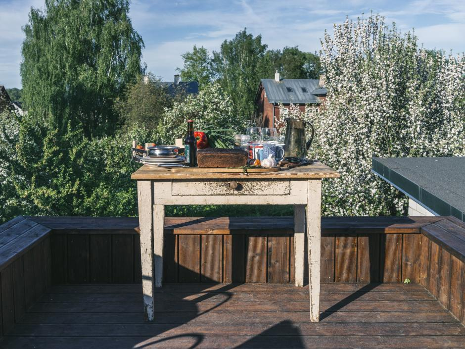 Supilinn, Tartu. The Japanese moment of Estonia — instead of the cherries blossoming — the apple trees signal us the beginning of summer. We move outdoors, to cook and to eat, to read and to sleep. This is a rooftop terrace on top of a wood shed—summer literally throning above winter.