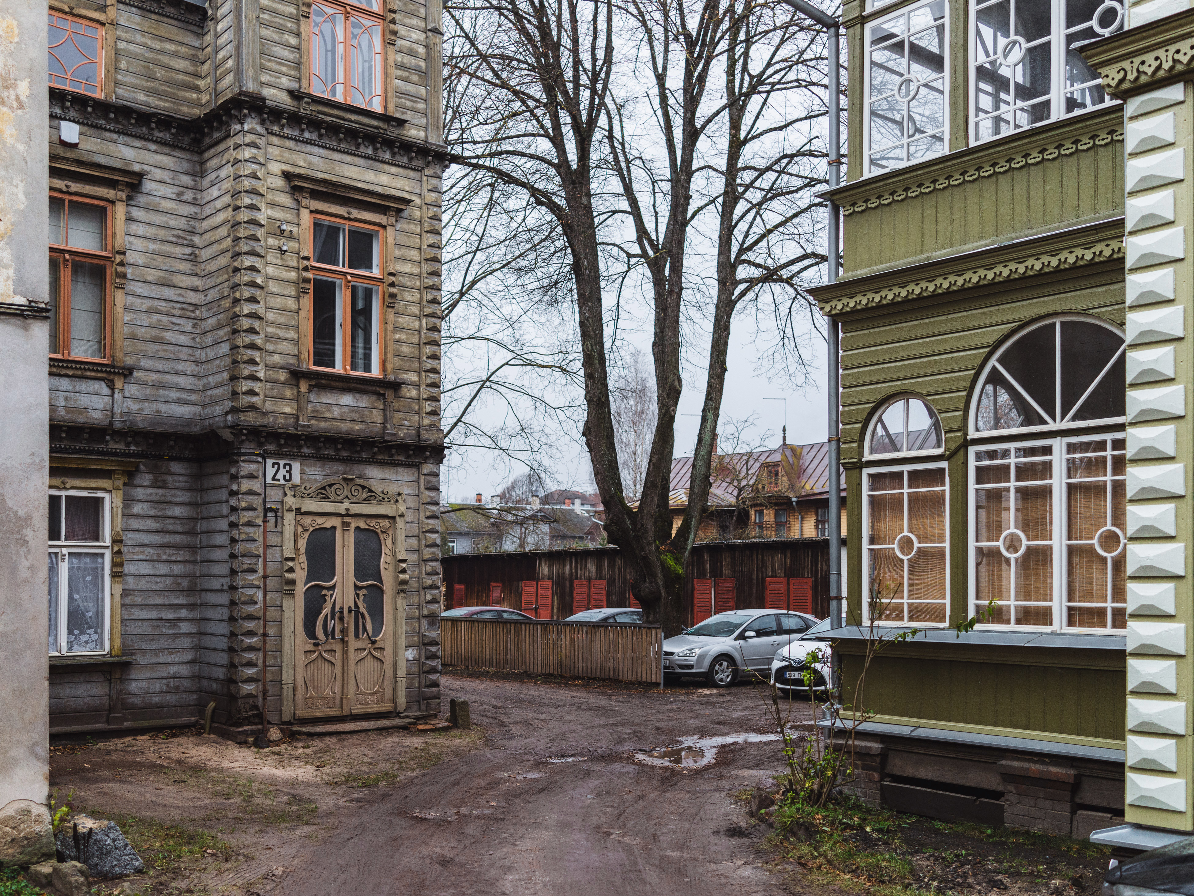 Vaksali, Tartu. When the leaves are gone and the snow hasn't arrived yet, the cityscapes go through an intermission that is hard to swallow for many of us. But, somehow, some parts of the town actually become more picturesque during this time. The old wooden districts, where houses aren't disconnected from the street by large gardens, turn on their most painting-like faces.