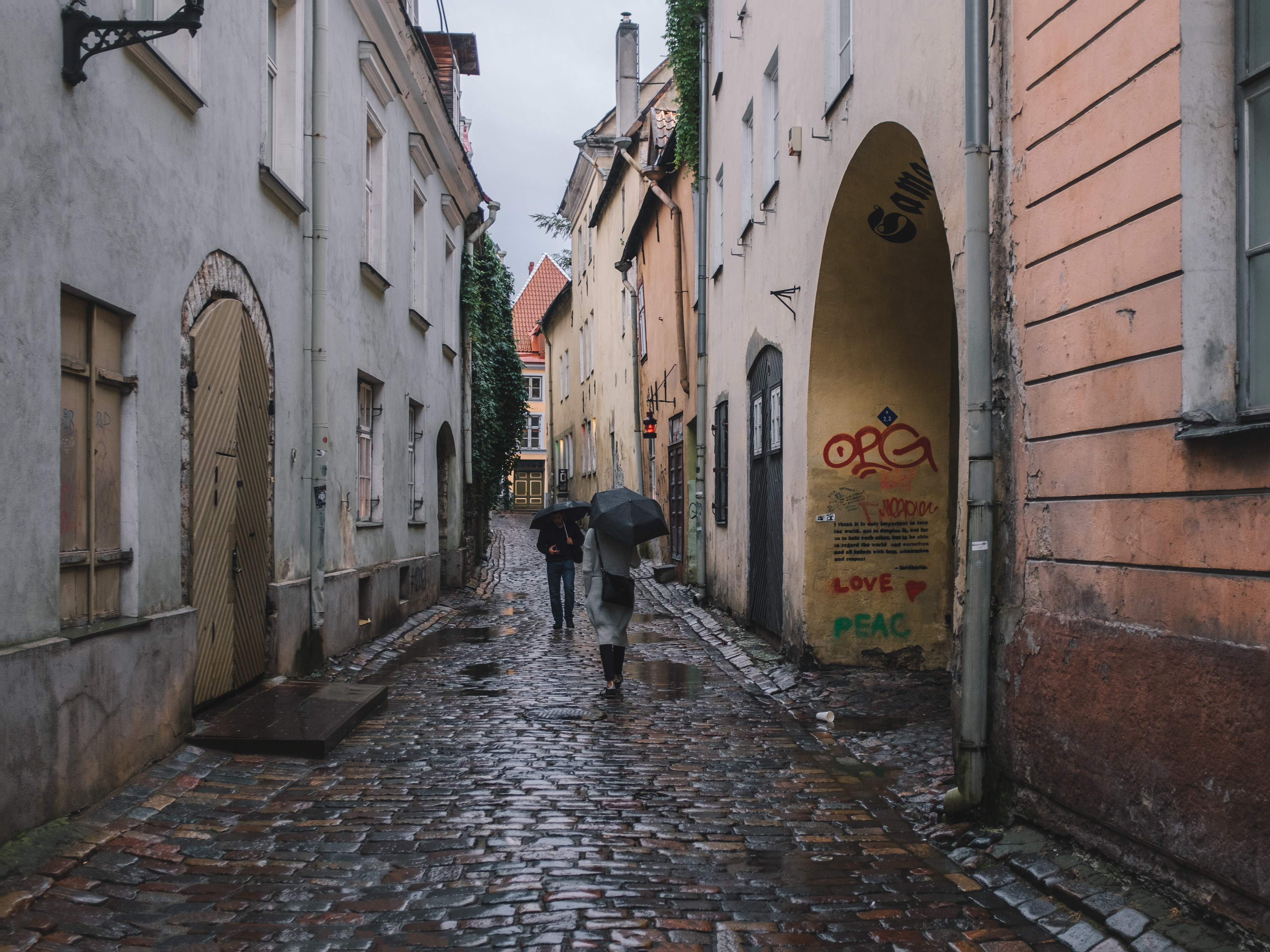 The Old town, Tallinn. The rain isn't bringing escape from the heat anymore. Instead, it makes you think about cardigans, gloves and curling up indoors, in front of fireplaces. The universally shared feeling that this year, summer almost didn't get started before it was already over.
