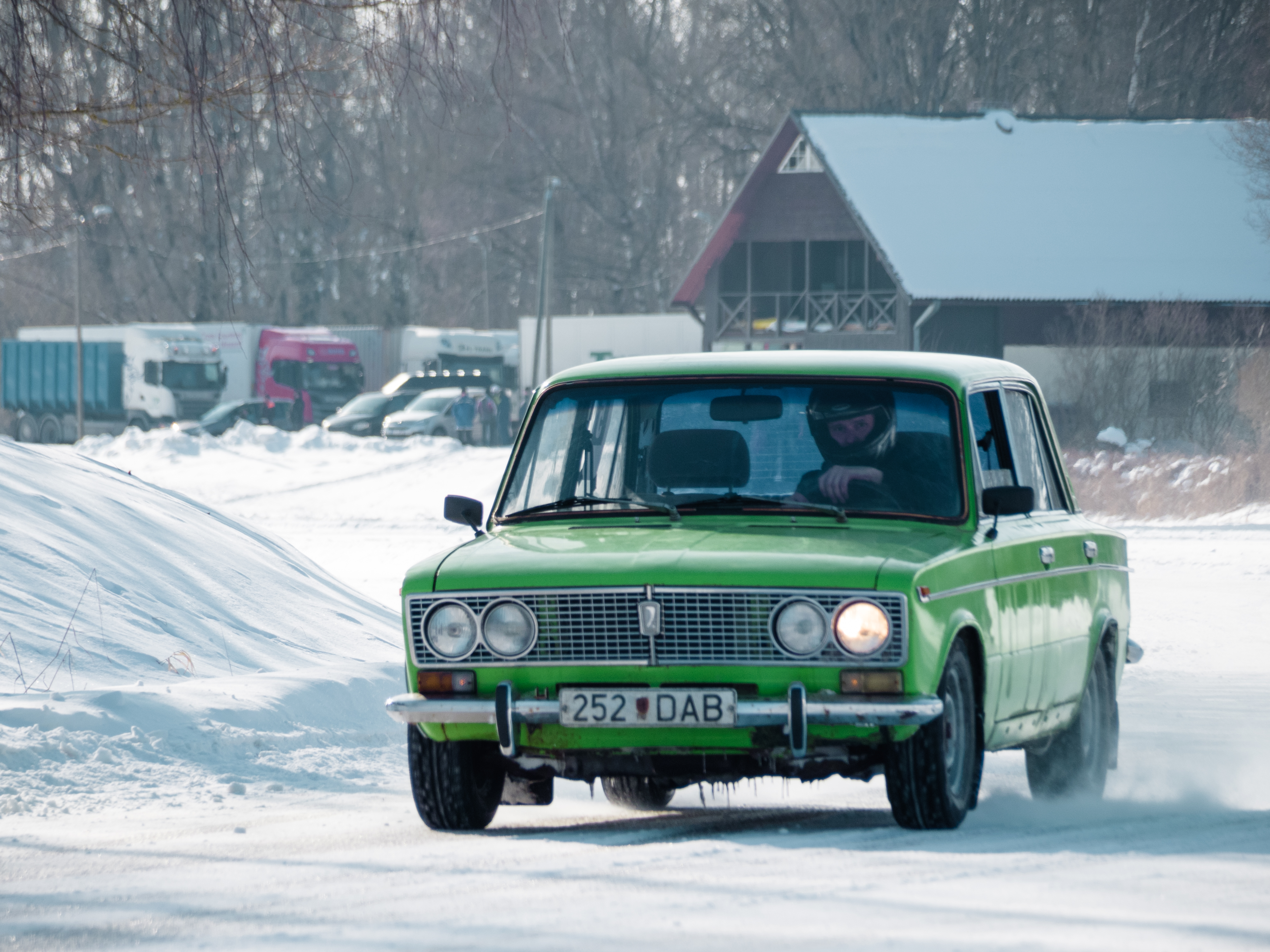 Like most old-timers, this Lada, too, has rear-wheel drive.
