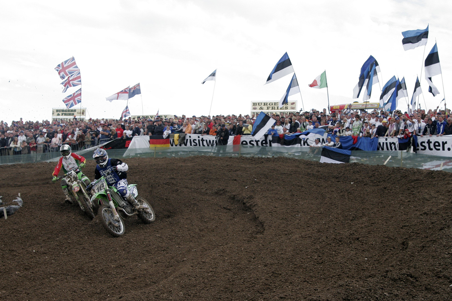 Team Estonia's Tanel Leok (number 16, blue shirt) racing in Matterley Basin, the UK, in 2006. Photo by Rauno Kais.