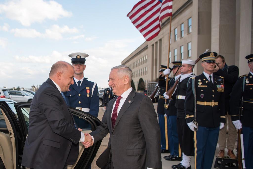 SecDef James Mattis greets the Estonian minister of defence, Jüri Luik, at the Pentagon on 7 March 2018.