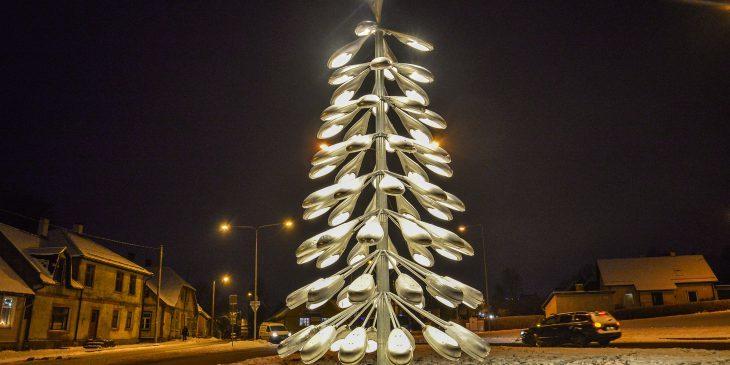 The Viljandi Christmas tree is made of 77 streetlights.