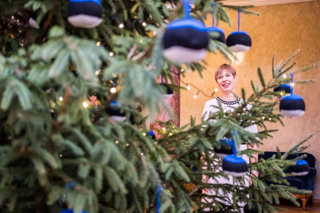 President Kersti Kaljulaid with a Christmas tree.