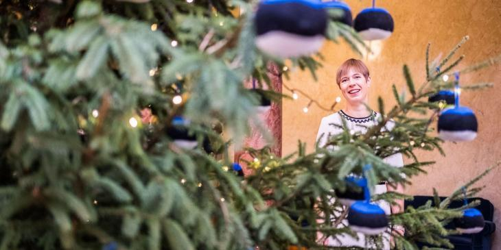 President Kersti Kaljulaid with a Christmas tree.