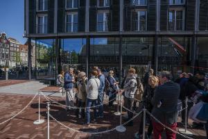 Que at the Anne Frank House