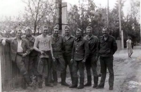 The work unit on a break. Photo from Väino Liimann's private collection.