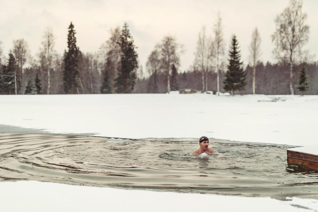 A wintry swim.