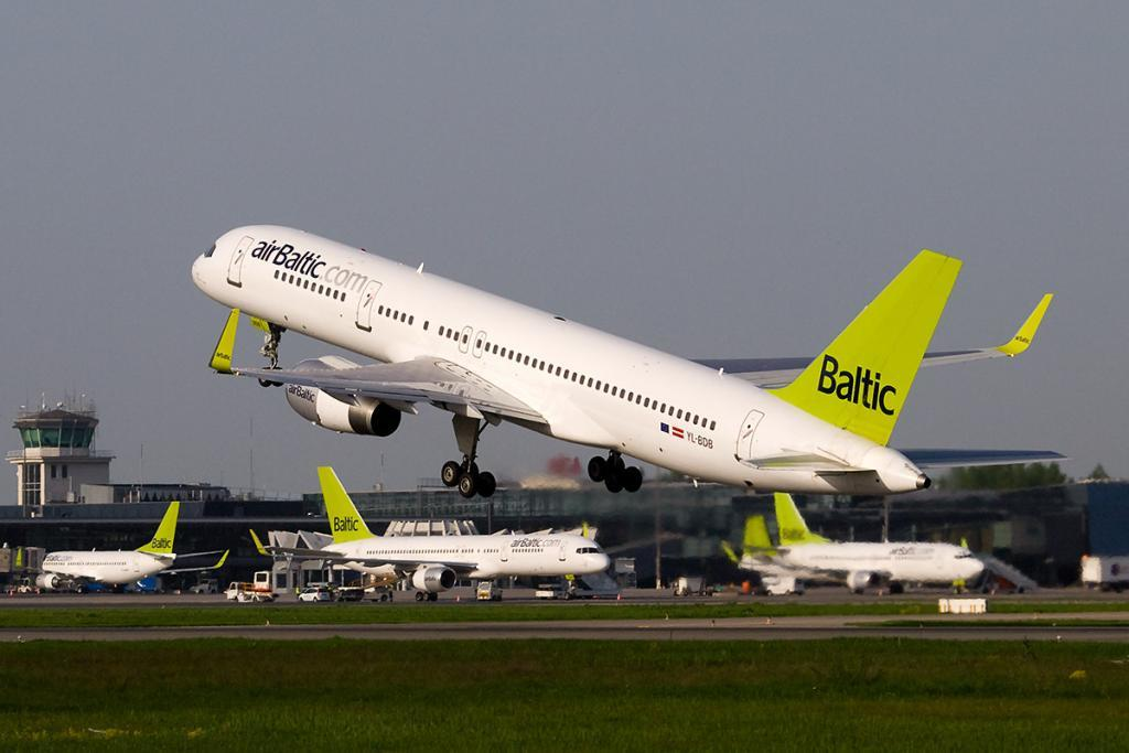 An airBaltic Boeing 757−200WL taking off from Riga Airport. Photo by Aleksandrs Samuilovs, shared under the CC BY 3.0 licence.