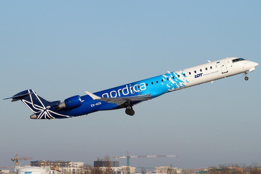 An Estonian Nordica aircraft taking off from Warsaw Airport. Photo by Filip Danielczyk, shared under the CC BY-SA 4.0 licence.