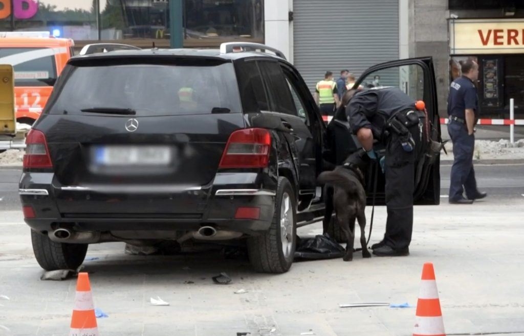 A black Mercedes SUV with Estonian licence plates drove into a crowd in the German capital, Berlin, in the morning of 26 July, injuring seven people, three of whom seriously. Screenshot from a video by the Bild magazine.
