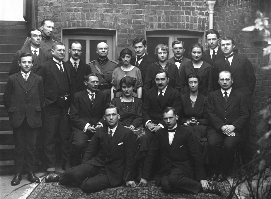 The Estonian Provisional Legation in London commenced work in the spring of 1918. Pictured, the London embassy staff in 1920. Photo from the archive of the Estonian foreign ministry.