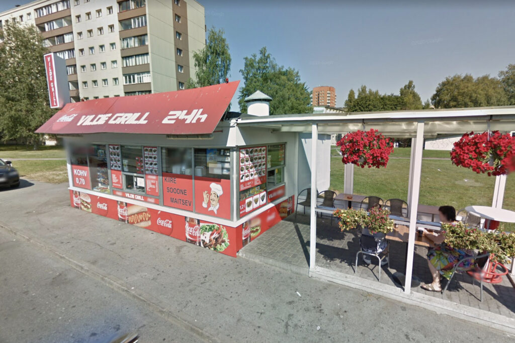 The fast food shack in the Tallinn borough of Mustamäe, where a young female gay couple was brutally attacked and beaten. Photo: Google Streetview.